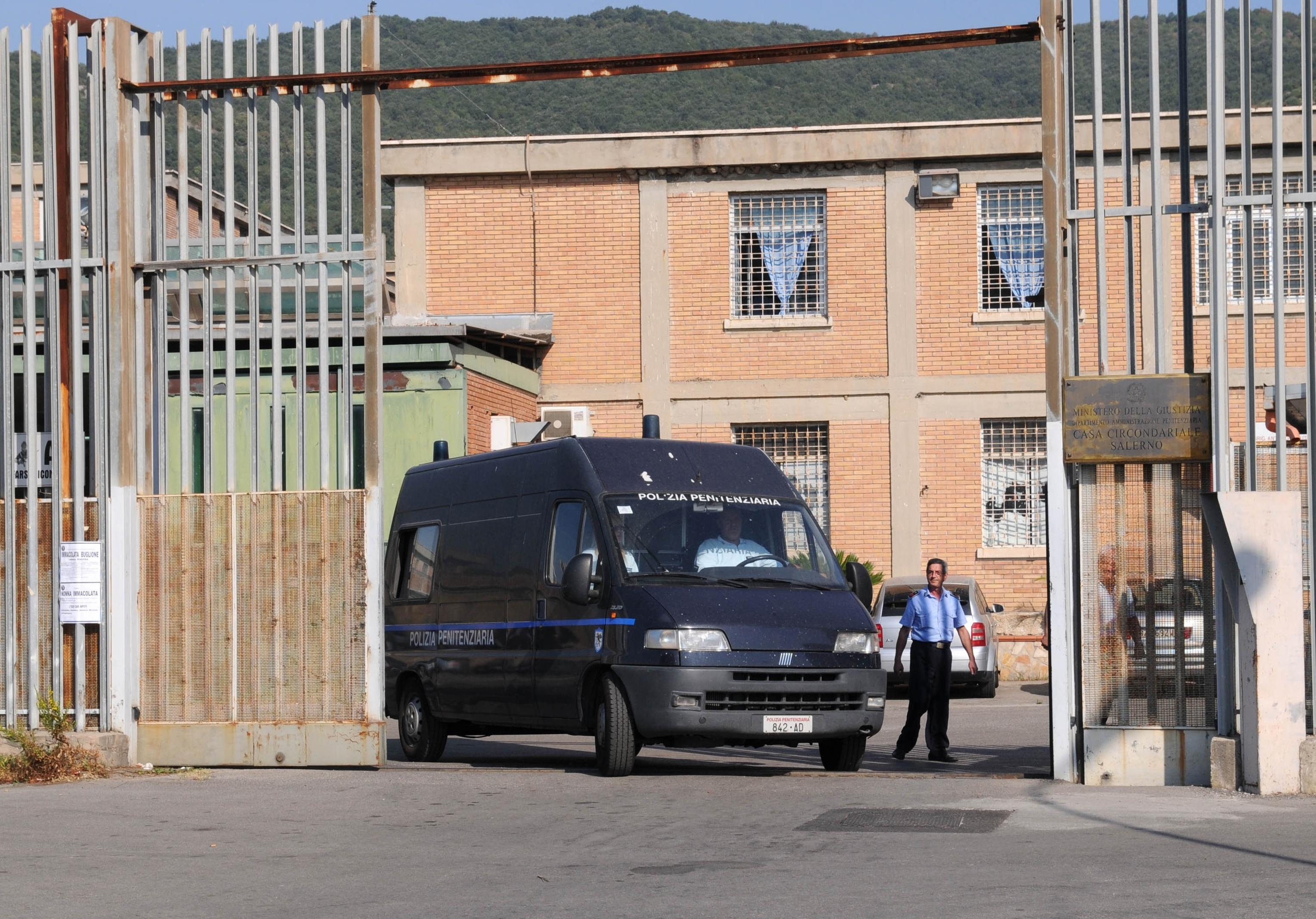 1c4d11e69c Droga e cellulari nel carcere di Salerno, blitz della Polizia penitenziaria  | Macchie d'inkiostro
