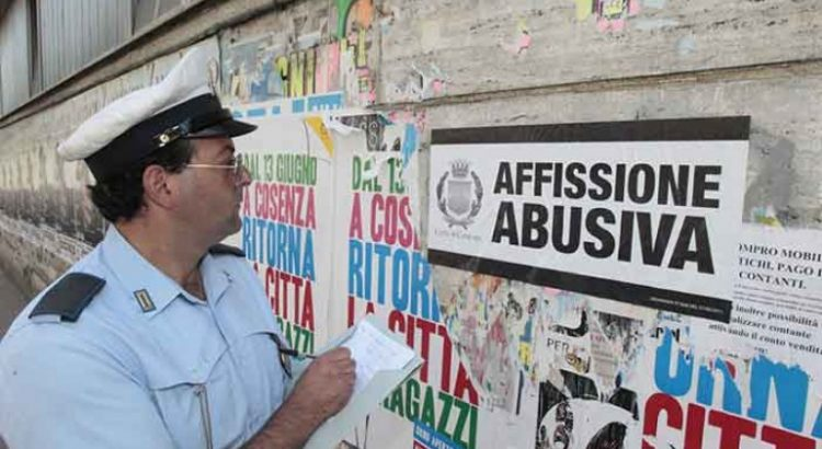 salerno manifesti abusivi