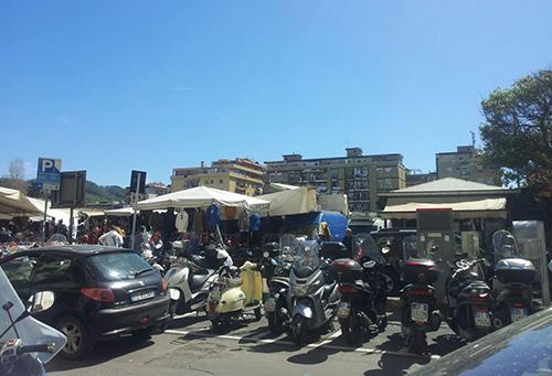 Salerno ruba portafoglio al mercato arrestata 42enne