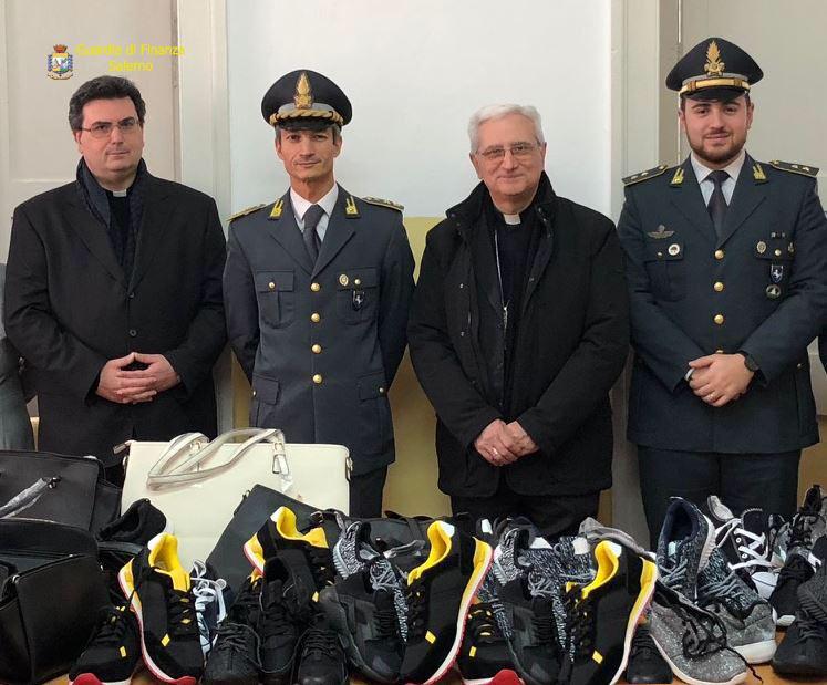 bb363890f3 Salerno, la Guardia di Finanza dona alla Caritas di Vallo della Lucania 170  capi di abbigliamento sequestrati | Macchie d'inkiostro